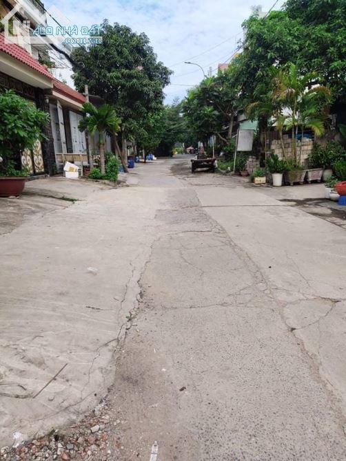 Bán nhà ngay mặt tiền Đường Lê Văn Khương, 3 tầng, 150m2 hẻm xe hơi, quận 12 giá rẻ