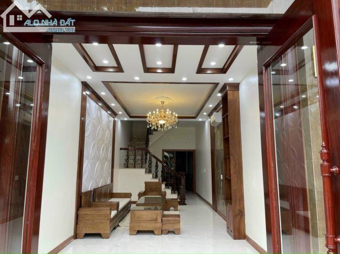 Bán nhà mặt phố Nguyễn Thị Đình, TP HD, 68m2, mt 4m, 4 tầng, 3 ngủ, gara, 5.5 tỷ, nhà đẹp