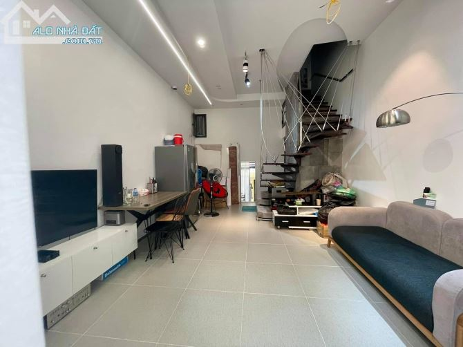 Bán nhà ở đẹp như HOMESTAY, ở ĐỐNG ĐA, 44m2, 4T, giá chỉ 4.45 tỷ (ảnh chụp thực tế)
