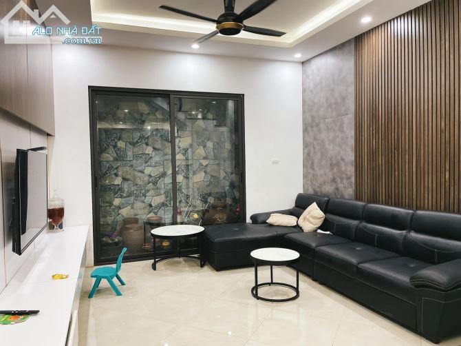 Bán nhà Nguyễn Khánh Toàn, PHÂN LÔ, Ôtô đỗ cửa, Dt 57m2- 2 thoáng- kinh doanh. Giá 6.35 tỷ