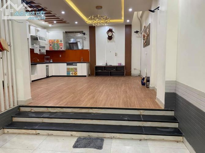 Bán Nhà 3 tầng đường Phạm Phú Thứ, Hồng Bàng hiệu suất kinh doanh cao.
