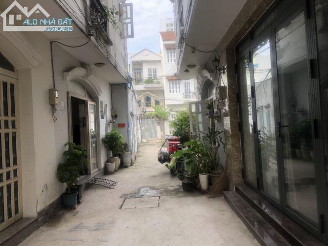 Cần cho thuê Nhà 4 phòng ngủ, Giá 8tr/tháng thuộc hẻm 1422 Huỳnh Tấn Phát . Quân 7