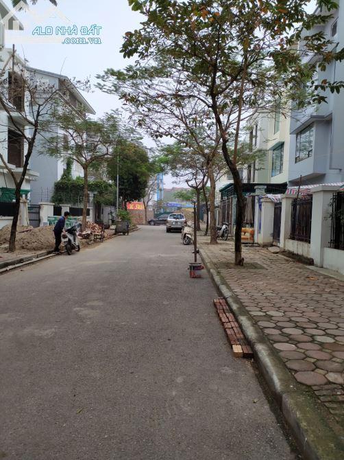 Cho thuê Biệt thự Tố Hữu hoàn thiện đẹp 100m x3T thông sàn cực hợp làm vp công ty giá tốt