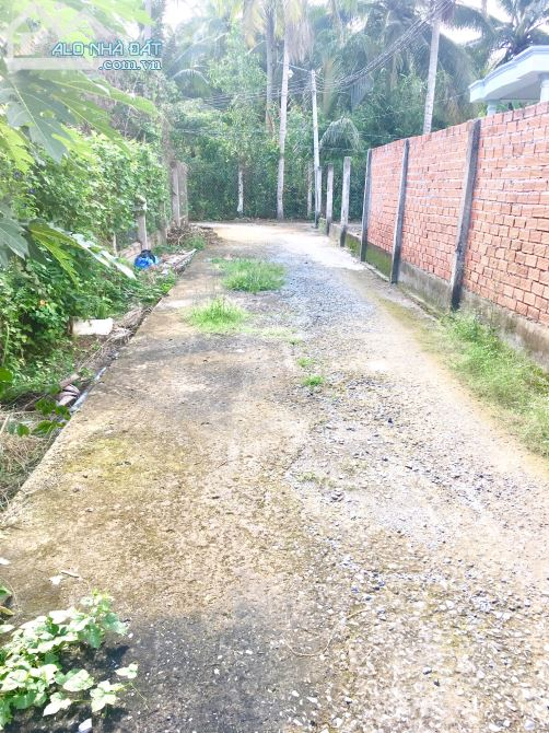 1 nền duy nhất 101m2(75m2 thổ)giáp lộ 2,5m,khu dân cư đông đúc Phú Nhuận,Bến Tre chỉ 500tr