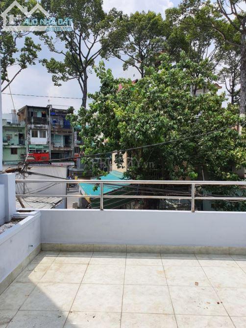 Cho thuê Nhà Nguyễn Chí Thanh, 1 trệt 3 lầu, 4pn, 3wc, diện tích 4.15 x 17.9m