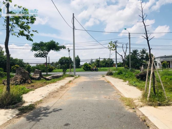 GẤP!! cần bán nhanh miếng đất 90m2 ngay trường THCS Tân Lân - Cần Đước giá 650triệu
