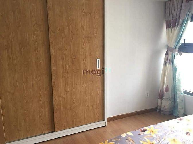 Cho thuê căn hộ 1 phòng , có sẵn nội thất.bancon view LM81. Giá 8.5tr